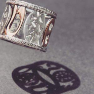 Feinheit Goldschmiede Family Love Ring, Handgefertigter Ring aus 14kt Weißgold und Roségold und zahlreichen funkelden Brillanten.