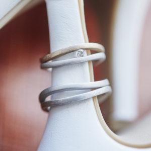 Feinheit Goldschmiede The Rose Eheringe, Eheringe aus 14kt Weißgold und 14kt Roségold mit Brillant