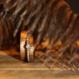 Feinheit Goldschmiede Wild at Heart Eheringe, Eheringe aus 14kt Mittelgold mit gehämmerter sowie sandgestrahlter Oberfläche
